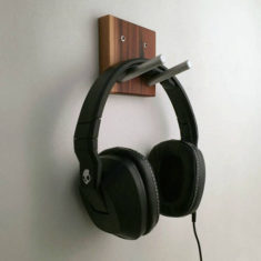 Headphones wall holder